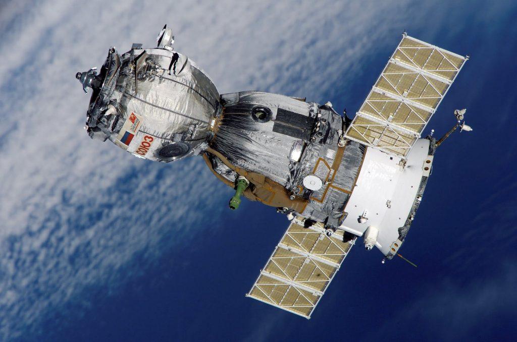 satellite soyuz spaceship space-station