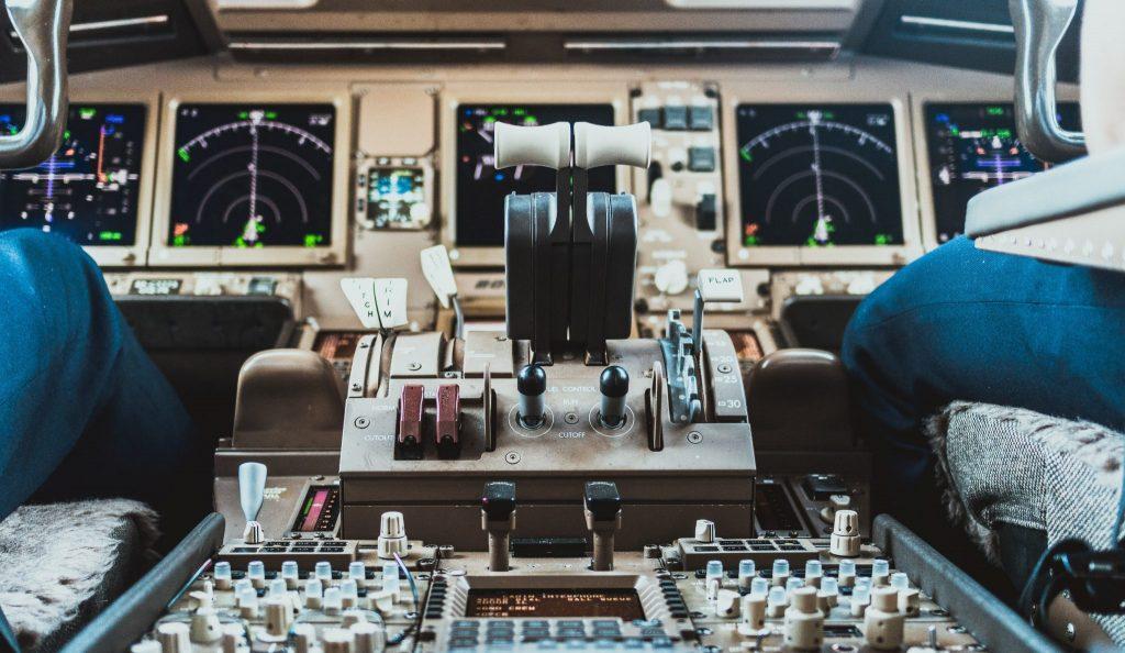 Aeroplane cockpit